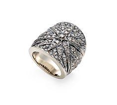 Anel de Ouro Nobre 18K com diamantes cognac - Coleção Stars Link:http://www.hstern.com.br/joias/p-produto/A1B169962/anel/stars/anel-de-ouro-nobre-18k-com-diamantes-cognac---colecao-stars