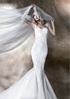Rosalinda - Raquel Alemañ Novias info@raquelnovias.es www.raquelnovias.es #lasposa2016 #raquelalemany #vestidosnovia #noviasirena #creaostuilusion #weddingdress