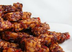 How to marinate and grill tempeh- On the rare occasion that I have soy, I always prefer tempeh to tofu, and this is a very helpful preparation method.