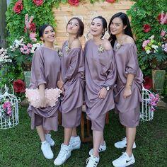#gaun #gaunpesta  #gaunpengantin  #weddingdress #bridaldress  #bajukebaya  #regrann#inspirasiootdhijab #inspirasiootkondangan #inspirasioutfitkondangan #kondanganoutfit #weddingdress #batikcouple #indonesiabatik #kebayakekinian #kebayaindonesia #kebayamodern #kutubarumodern #kebayawisuda #wisudastyle #weddingstyle #kebayakece #kekinianbanget