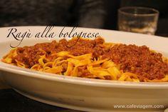 """Ragù alla bolognese - """"O que comer em Emilia Romagna: pratos típicos"""" by @Alexandra Aranovich"""