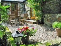 Cottage Garten-Terrasse Holz-Stühle mit Tisch-Kiesboden