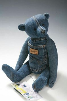 25 Stunning Ideas for Reusing your Old Jeans - Upcycle My Stuff 25 stunning ideas for reusing your old jeans. Upcycle old denim jeans into bags, wall art, gifts and more with links to step by step tutorials. Sewing Toys, Sewing Crafts, Sewing Projects, Crochet Teddy, Crochet Bear, Artisanats Denim, Denim Shirts, Raw Denim, Jeans Recycling