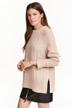 Jersey de punto: Jersey en punto suave con textura y lana en la trama. Modelo con mangas raglán largas, puños con aberturas, y puños y parte inferior en punto de canalé.
