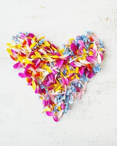 194 vind-ik-leuks, 14 reacties - Anuschka Odau | Stylist (@hipaholic) op Instagram: 'Happy Floral Friday y'all! From the leftover petals of this weeks shoot I made a heart. With love…'