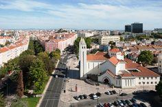 Uma praça em Lisboa para fazer compras, passear ou ler um livro