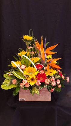 Basket Flower Arrangements, Table Arrangements, Table Flowers, Flower Centerpieces, Flower Decorations, Floral Arrangements, Unique Flowers, Fresh Flowers, Beautiful Flowers