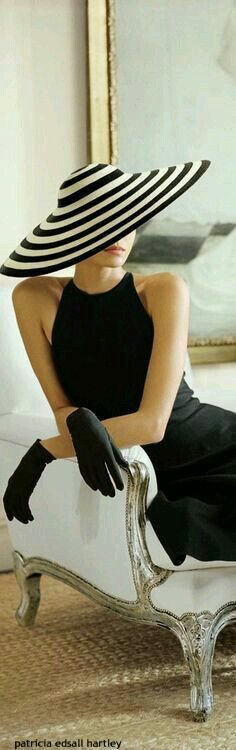 Hats For Women Ideas – Beauty and Fashion Tips and Ideas Style Noir, Mode Style, Foto Fashion, Fashion Glamour, Classy Fashion, Trendy Fashion, Fashion Beauty, Mode Vintage, Vintage Glamour
