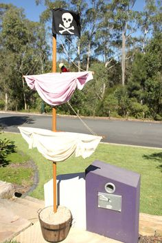 Tons of good pirate party ideas! Like this mast that someone in this house will be making :)