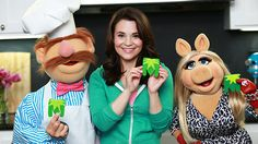 The Muppets baking cookies with Rosanna Pansino!