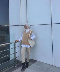 Modern Hijab Fashion, Street Hijab Fashion, Modesty Fashion, Hijab Fashion Inspiration, Muslim Fashion, Mode Inspiration, Mode Outfits, Retro Outfits, Trendy Outfits