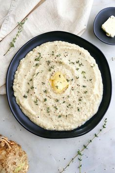 Creamy Celeriac Mash - this delicious celery root puree makes a great healthy, vegetarian side dish! With simple ingredients and only 30 minutes of prep time, its the perfect recipe for Christmas, Thanksgiving, or just a winter dinner. Vegetarian Side Dishes, Healthy Side Dishes, Side Dishes Easy, Vegetable Side Dishes, Side Dish Recipes, Scd Recipes, Party Recipes, Dinner Recipes, Diet