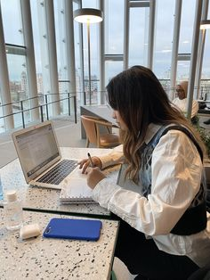 """𝓸𝓵𝓪 on Twitter: """"hard-working girl… """" Uni Life, College Life, Ft Tumblr, Study Pictures, University Life, School Study Tips, Study Hard, Hard Work, Med School"""