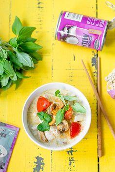Hellapoliisi: Nopea Tom Kha keitto - thaimaalainen kanakeitto Cooking Recipes, Vegetables, Koti, Ethnic Recipes, Drinks, Drinking, Beverages, Chef Recipes, Vegetable Recipes