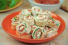 Mini Wraps Rollen – vegan Fingerfood Party Finger Foods, Party Snacks, Vegan Snacks, Vegan Recipes, Vegan Food, Mini Wraps, Chicken Wraps, I Foods, Catering