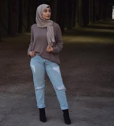 Pinned by - Modest Summer Outfits, Modest Wear, Summer Outfits Women, Modest Dresses, Modest Clothing, Muslim Fashion, Modest Fashion, Style Fashion, Black Booties Outfit