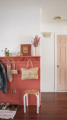 A terra-cotta entryway with a diy peg rail rack. Scandinavia-A terra-cotta entryway with a diy peg rail rack. Scandinavian meets boho decor w… A terra-cotta entryway with a diy peg rail rack. Scandinavian meets boho decor w - Cheap Home Decor, Diy Home Decor, Room Decor, Half Painted Walls, Painted Wood, Boho Dekor, Diy Casa, European Home Decor, Bedroom Paint Colors
