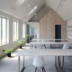 Japanese studio TT Architects designed an office interior for shared workspace Kawanishi Fam in Kurashiki. Arch Interior, Office Interior Design, Office Interiors, Interior And Exterior, Atelier Architecture, Interior Architecture, Design Typography, Web Design, House Design