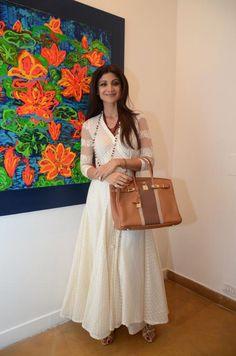 Shilpa Shetty graces Anu Malhotra's debut art show White Anarkali, Anarkali Dress, Pakistani Dresses, Simple Anarkali, Cotton Anarkali, White Kurta, Pakistani Suits, Indian Dresses, Indian Attire
