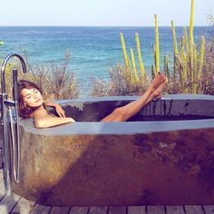 Our favorite bathtubs from around the world on Instagram: