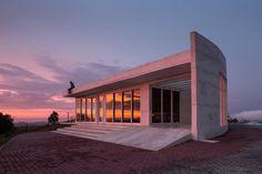 Todo el minimalismo en una casa de campo (de Juan Martín Caranza)