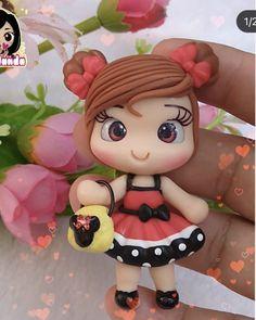 Anime Love Couple, Pasta Flexible, Clay Crafts, Kawaii, Disney Princess, Disney Characters, Cold Porcelain Ornaments, Bees, Key Hangers
