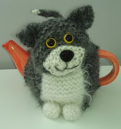 Free knitting patten for Oliver Cat Teapot Cozy -- though he looks kind of like a dog to me... Craft a cure for cancer free tea cosy patterns: Animal tea cosies