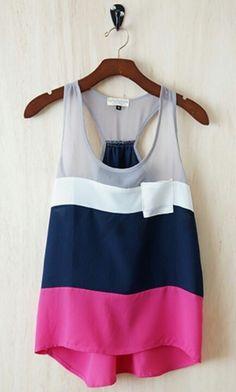 Esta la camiseta rosado, azul, blanco, y gris.