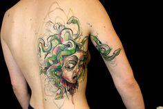 Petra Hlaváčková transforma aquarela em tatuagem
