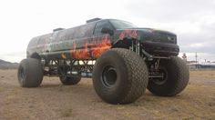 At just shy of 10 meters in length and standing 3.65m tall, the Sin City Hustler is bigger than the average studio apartment. Created by Big Toyz Racing Motors (BTR), the Sin City Hustler marks a very significant milestone for the Willow Beach Arizona firm on its journey from being a fabricator and modifier to running a monster truck team to becoming a bespoke vehicle maker. Based on a Ford Excursion, the monster truck was hand-built from the ground up
