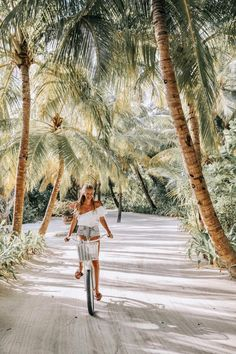 Maldives – leonie hanne – haute couture What is on your bucket list? Perhaps biking in the Maldives, under the palm trees! Maldives – leonie h Aloita Resort, Maldives Resort, Places To Travel, Places To Visit, Travel Destinations, Time Travel, Destination Voyage, Photos Voyages, Island Life