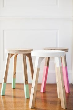 Cheap Ikea stool for your desk? We could stain it darker perhaps? -- Dipped Stools - 20 Of The Internet's Best IKEA Hacks - Photos Ikea Stool, Diy Stool, Ikea Hack Chair, Kitchen Stools Ikea, Kitchen Hacks, Diy Home Decor Projects, Home Decor Items, Trendy Home Decor, House Projects