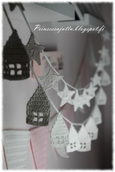 Garlands of stars & houses @ Prinsessajuttu