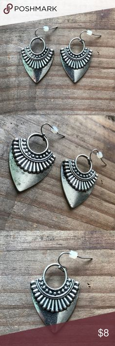 🆕Aztec inspired arrow earrings Antique silver Aztec inspired arrow earrings with fish hook. Aprox 2 inches long 🔺Firm price🔺 Jewelry Earrings