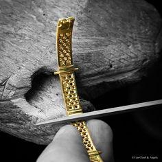 Van Cleef & Arpels #Perlee diamond creations in yellow gold. The manual rework of the Perlée diamond bracelet.