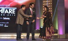 Dr. Ajeenkya DY Patil President (of Ajeenkya D Y Patil University) while giving an award at  'Ajeenkya DY Patil University Filmfare Awards (Marathi) 2014'