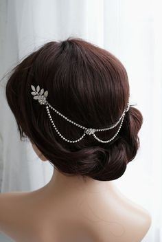 Silver hair chain with drapes,  Bridal Headpiece - Hair Jewellery - Bohemian wedding headpiece for back of the head  by RoseRedRoseWhite on Etsy 130,88$
