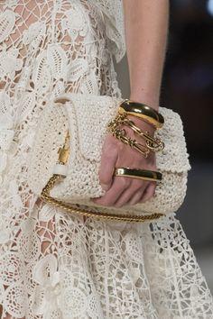 Alexander McQueen at Paris Fashion Week Spring 2020 – Crochet Bag İdeas. Fashion Week Paris, Uk Fashion, White Fashion, Fashion 2020, Spring Fashion, Fashion Trends, Fashion Goth, Fashion Ideas, Alexander Mcqueen