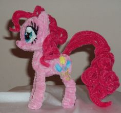 Pipe cleaner Pinkie Pie by Ponycrafter Pipe Cleaner Projects, Pipe Cleaner Art, Pipe Cleaner Animals, Pipe Cleaners, Popsicle Stick Crafts, Craft Stick Crafts, Diy Craft Projects, Paper Crafts, Fun Crafts For Kids