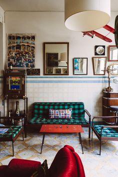 A living room. Menorca, Interior Inspiration, Home Appliances, Living Room, Chair, Furniture, Studio, Decoration, Home Decor