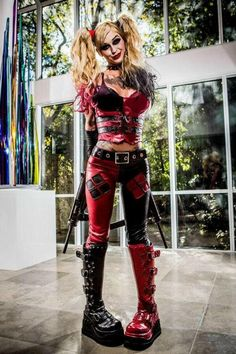 :: These boots are made for walking ... erm ... stomping? And a great pose! With Harley, love always gets dangerous : Kleio Valentien's Harley Quinn ::