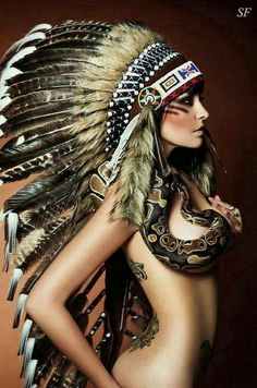 Girl with Native American headdress & snake art Mais Native American Headdress, Native American Beauty, Pin Up, Native Girls, Native Indian, Cowgirls, American Indians, Indian Beauty, Beautiful Women
