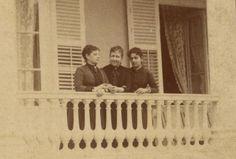 Baronesa de Muritiba (à esquerda) a Princesa Isabel (centro) e a Baronesa de Loreto (direita) na
