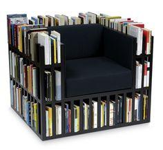 Biblioteca din fotoliu