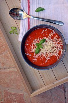 Fűszeres paradicsomleves - Főzni jó sütni még jobb Ricotta, Thai Red Curry, Bacon, Food And Drink, Ethnic Recipes, Pork Belly