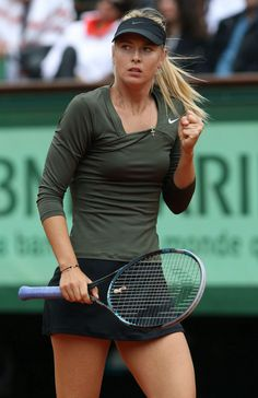 Maria Sharapova Maria started hitting tennis balls at the age of four. At the age of six, Maria Sharapova participated in a exhib. Maria Sharapova Hot, Sharapova Tennis, Sharapova Bikini, Mode Tennis, Sport Tennis, Wta Tennis, Tennis Outfits, Tennis Clothes, Foto Sport