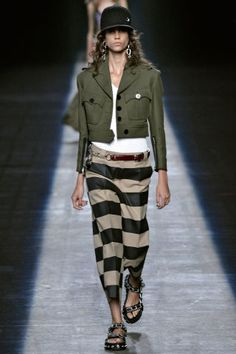 Alexander Wang Spring See all the best runway looks from New York Fashion Week here: New York Fashion, Mega Fashion, Look Fashion, Fashion Show, Fashion Outfits, Womens Fashion, Fashion Trends, Runway Fashion, Fashion Inspiration