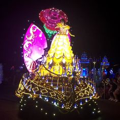 Paint The Night Parade#beautyandthebeast #disneyland #belle #abelaeaferra #disneylandia by kellybkaufman