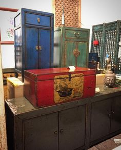 Red Antique Trunk from Shandong Province (China's equivalent of Normandy). #interiordesign #chinesefurniture #chineseantiquefurniture #antiquefurniture #homeinteriors #chineseantiques #chineseornaments #nookdeco #nookdecofurniture #uniquefurniture #handmade #asianfurniture #restoredfurniture #vintagefurniture #cliftonarcade #thecliftonarcade #bristolfurniture #bristolinteriordesign #bristolantiques #bristol #boutiquefurniture #boutiqueshop #boutiqueshopping #bristolboutique #bronzesculpure…
