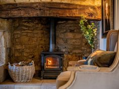 Book your holiday at Peony Cottage - Quality self-catering accommodation in Gloucestershire Cotswold Cottage Interior, English Cottage Interiors, Cottage Fireplace, Inglenook Fireplace, Fireplaces, French Country Dining Room, French Country Decorating, Cottage Design, Cottage Style